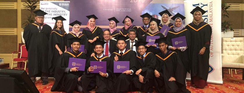 17 graduan DRB-HICOM University terima anugerah di Majlis Konvokesyen CILT